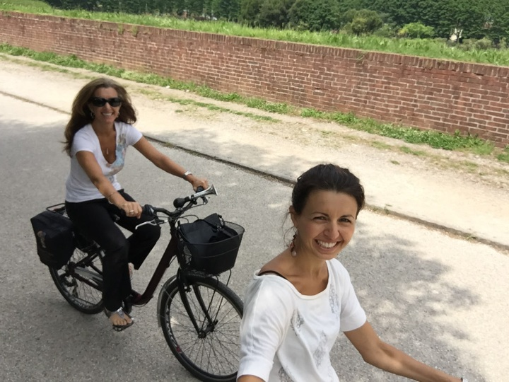 Biking along the wall in Lucca